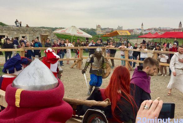 Фестиваль у Кам'янці-Подільському: лицарські бої, рок-гурти,середньовічні костюми