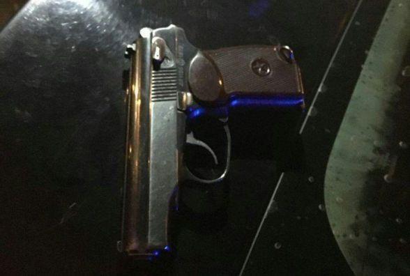Патрульні вночі у водія виявили пістолет з патронами
