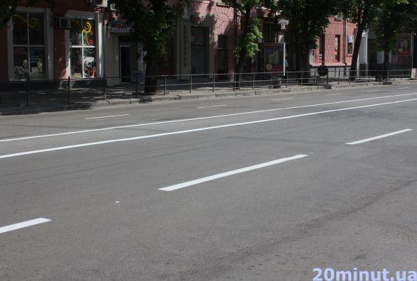 Фото дня: в Центрі оновили дорожні розмітки
