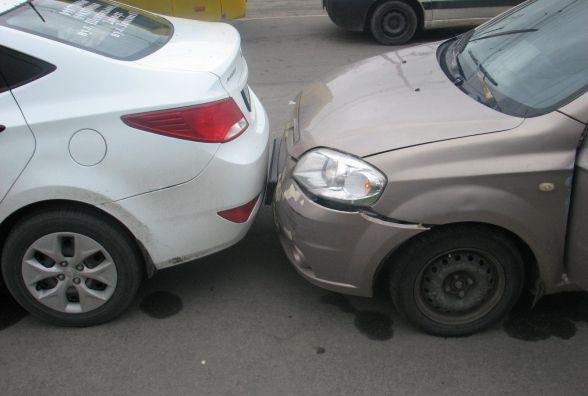 Біля шостого магазину аварія з участю таксі