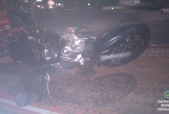 """На """"Східному"""" вночі """"долітався"""" п'яний мотоцикліст: водій врізався у бордюр"""