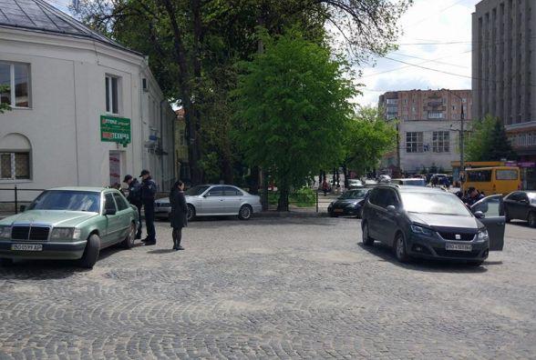 У центрі патрульні оштрафували декілька водіїв за порушення правил стоянки