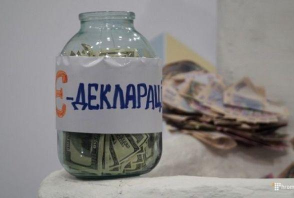 У місцевих депутатів готівка максимальна, доходи - мінімальні