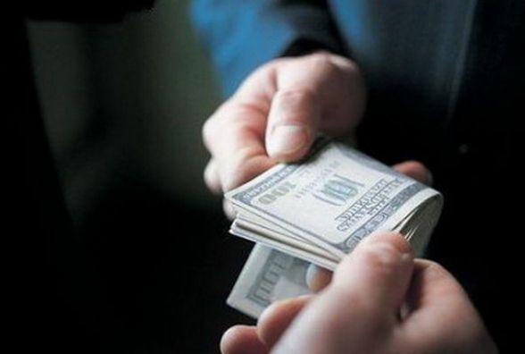 Тернопільський офіцер поліції попався на хабарі 400 доларів