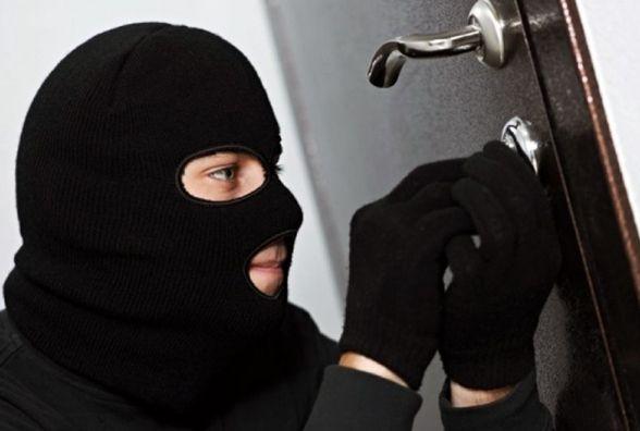 На Тернопільщині у жінки викрали 13 500 гривень та 500 євро