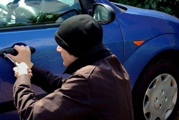 До уваги водіїв: злодії полюють на цінні речі в автомобілі