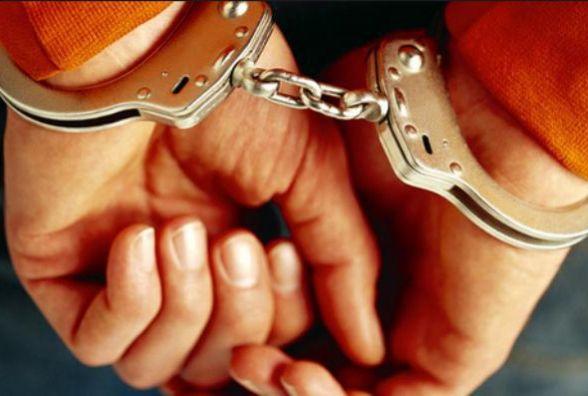 У Чорткові троє чоловіків викрали чотири ящики морозива