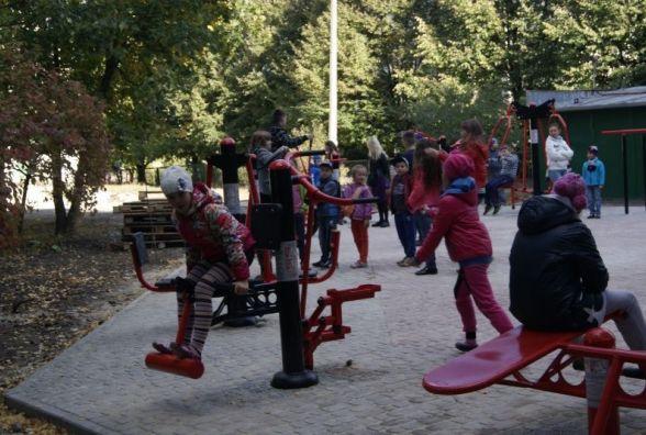 У Тернополі крадуть вуличні тренажери