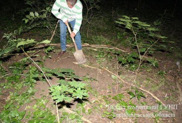 Дівчинка, яку мама закопала в лісі, народилася живою