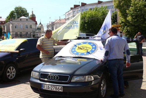 """Щоб підтримати водіїв на """"євробляхах"""" тернополян кличуть на автопробіг"""