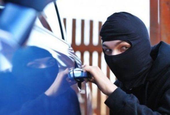 Через 100$ боргу в жителя Монастирищини намагалися викрасти автомобіль
