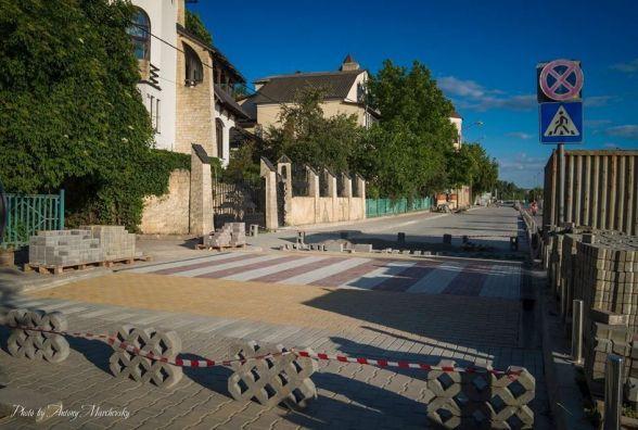 Фото дня: у Тернополі буде перший припіднятий пішохідний перехід