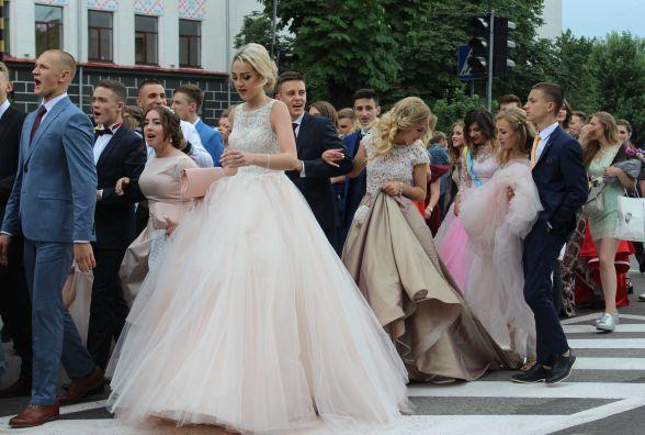 У Тернополі  пройшов парад випускників (ФОТО, ВІДЕО)