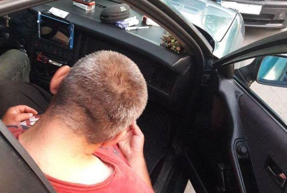 """""""Копи"""" о 5-й ранку виявили двох наркоманів, які спали в таксі"""