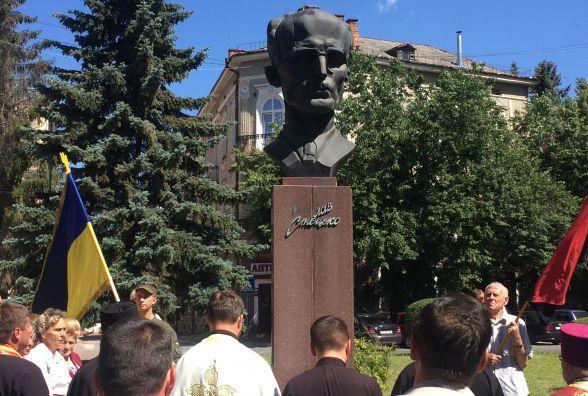 Річницю відновлення Української держави святкували біля пошкодженого пам'ятника
