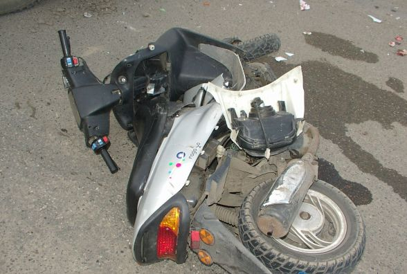 На Тернопільщині зіткнулись скутеристи: двоє юнаків потрапили до лікарні