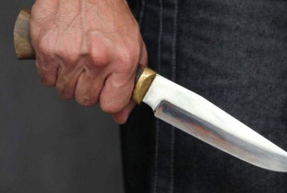 Чоловік наніс своїй дружині та її сестрі понад 10 ножових поранень