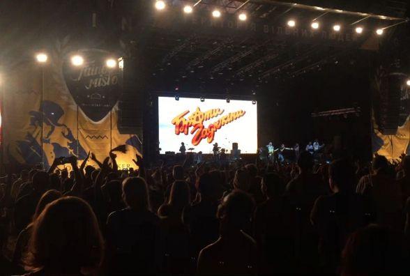 Тернопіль знову встановив рекорд: «Файне місто Тернопіль» заспівали 14 тисяч людей