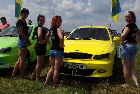 Дівчата, спортивні авто та гучна музика були сьогодні на місцевому летовищі