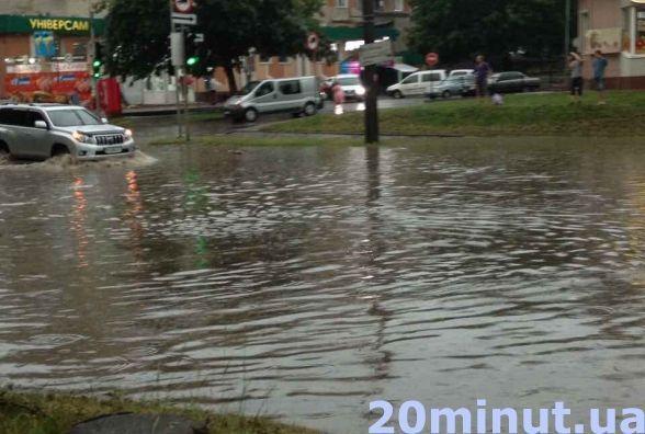 До уваги водіїв! У найближчі дві доби будуть грози та сильні дощі, будьте обережні