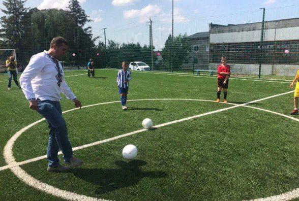 У Шумську відкрили футбольний майданчик зі штучним покриттям