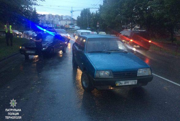 Два таксисти втекли з місць ДТП
