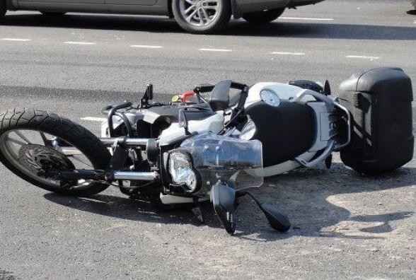 У Чорткові водій мотоцикла зіткнувся із трактором і потрапив до реанімації