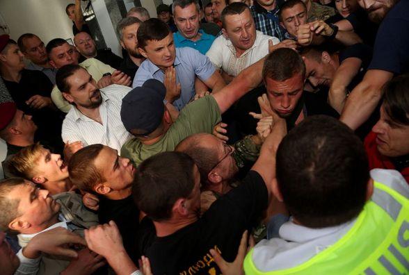 Як у Тернополі депутати лаялися та ганьбилися на камери