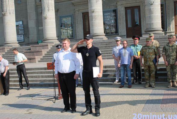 Фото дня: більше 30-ти поліцейських отримали подяки за службу
