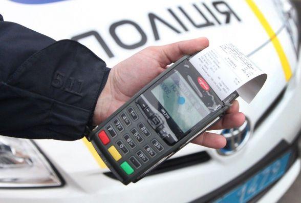У Тернополі водій пив спиртне в присутності поліцейських