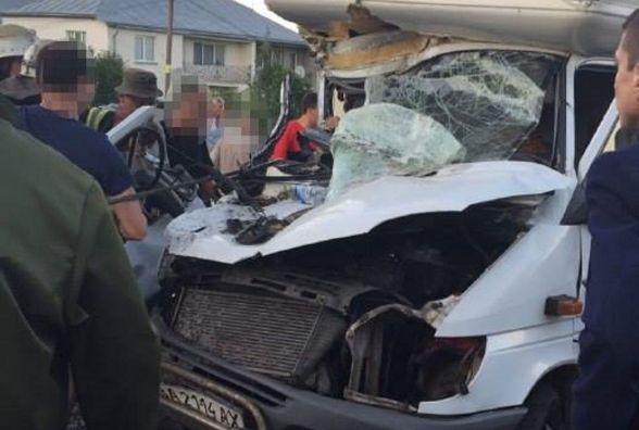 У ДТП на Підволочиському шосе постраждав 36-річний пасажир вантажівки