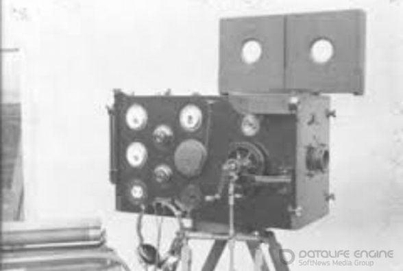 11 серпня: запатентували звукове кіно