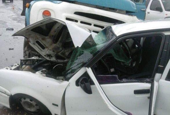 На Об'їзній через зливу вантажівка розтрощила  Renault