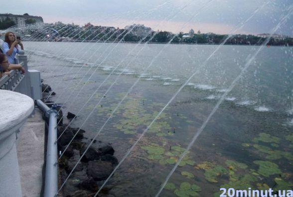 На Набережній уже запустили аераційний фонтан довжиною 122 м