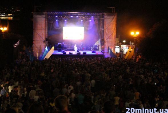 На Набережній у Тернополі грав скрипаль-віртуоз Святослав Кондратів
