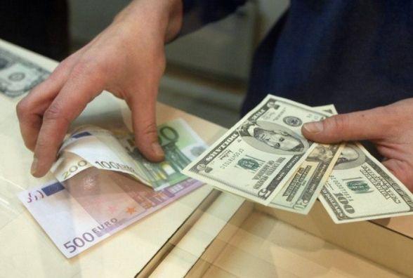 Долар здешевшав, а євро здорожчав - курс валют на 30 серпня