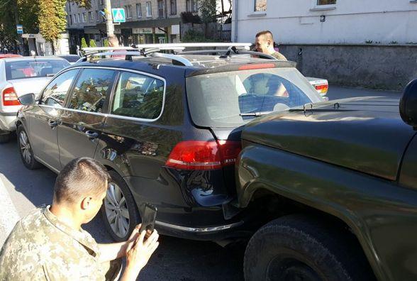 На Мазепи аварія за участі військового УАЗа. Пошкоджено чотири автомобілі