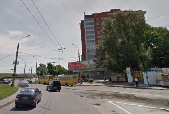 На Збаразькому повороті жінка випала з автобуса. Шукають свідків