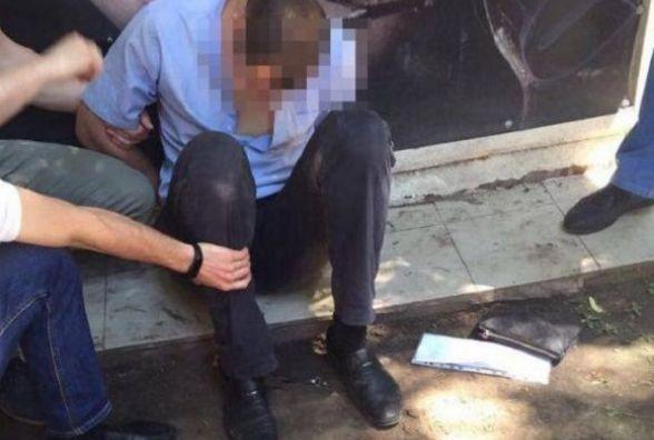Поліцейський, який вимагав 500 доларів хабара,  заплатить штраф