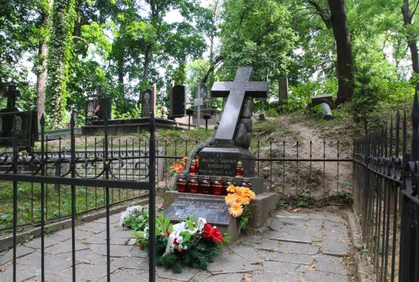 На Тернопільщині злодії з могили викрали хвіртку