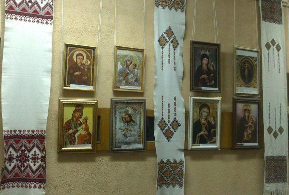 Понад двісті копій чудотвориних ікон із 52-х країн передали в музей