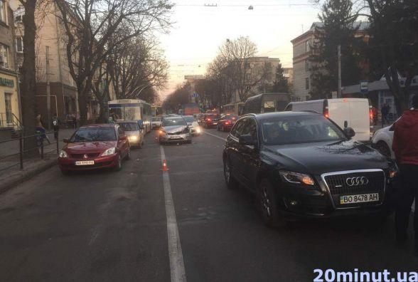 Неподалік школи №6 водій KІА в'їхав у Audi