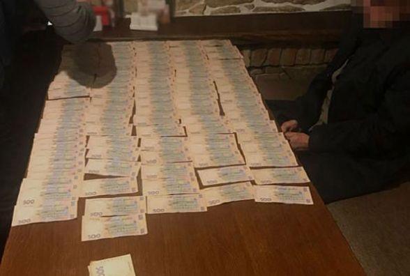 Поліція у ресторані затримала податківців на хабарі у 400 тисяч гривень