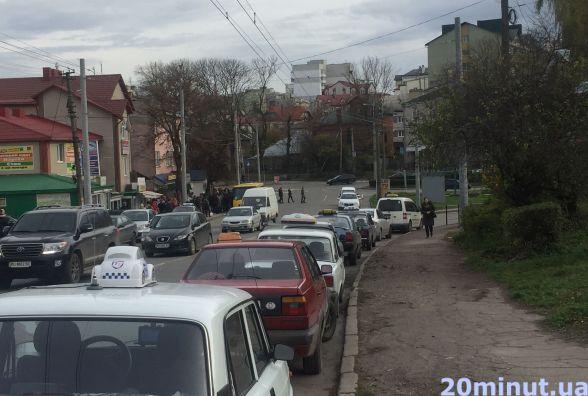 """""""Плюс 20 гривень і таксі за 5 хвилин біля будинку"""", - скаржаться тернополяни"""