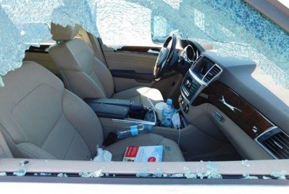 """Біля """"АРСу"""" розбили бокове скло автомобіля """"BMW X5"""" та поцупили барсетку. Є відео"""