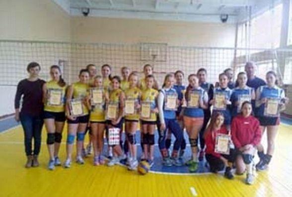 Тернопільські дівчата виграли обласну першість з волейболу