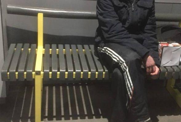Вночі на автовокзалі в чоловіка знайшли пакет з підозрілою травою