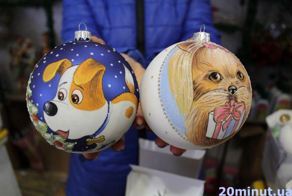 Тернополяни вже розкуповують іграшки на новорічну ялину. Які ціни?