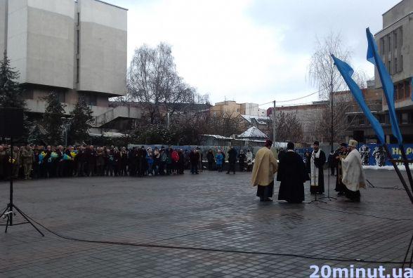 Біля пам'ятника Небесній Сотні у Тернополі молилися за Героїв