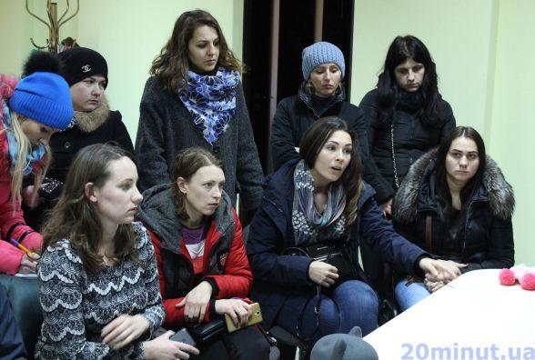 """1200 грн вимагають платити за """"іногородніх"""" дітей у садках. Мами виходять на революцію"""